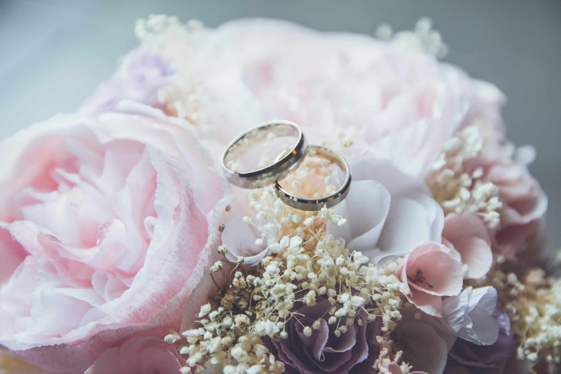 Wedding flowers and rings - Shane Black Magician - Wedding Blog